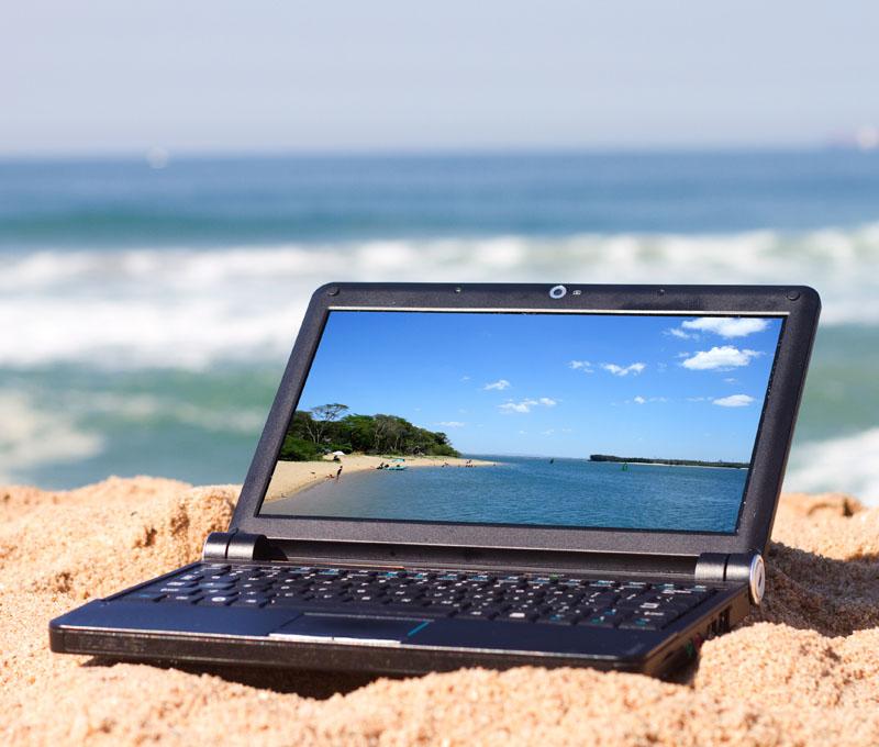 recharger mon portable quand je pars en vacances?