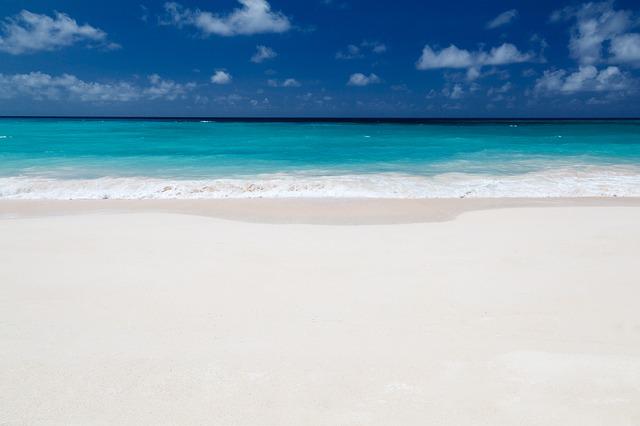 Plage de sable fin et mer
